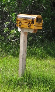 I need this at my house! Office Mailboxes, Funny Mailboxes, Unique Mailboxes, School Buses, School Bus Driver, Big Yellow, Mellow Yellow, I Love School, School Stuff