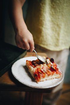 Najlepsze ciasto z morelami i śliwkami – White Plate