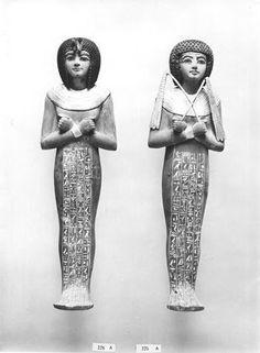 Ushebtis de Tutankhamon  Clasificación: Burton Photo. No. P1538  Fotografía: Harry Burton, 1922.  Griffith Institute, Ashmolean Museum, Oxford.