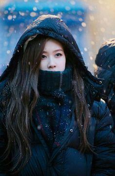 Your source of news on YG's current biggest girl group, BLACKPINK! K Pop, Yg Entertainment, Kpop Girl Groups, Korean Girl Groups, Golden Voice, Foto Rose, Rose Icon, Rose Park, Applis Photo