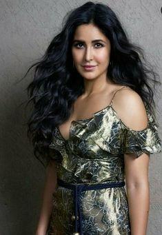 GOOD LOOKING CHIMPANZEE Bollywood Designer Sarees, Bollywood Fashion, Bollywood Stars, Most Beautiful Bollywood Actress, Beautiful Actresses, Katrina Kaif Photo, John David, Bollywood Celebrities, Indian Celebrities