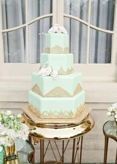 Mint and gold wedding cake by Creme de la Creme. Styled shoot by DFW Events. Photo by Perez Photography. #wedding #cake #mint #gold
