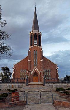 NG gemeente Fraserburg - Ds. I.F. Fourie het die hoeksteen van die huidige NG kerk op Fraserburg, ontwerp deur Hendrik Vermooten, op 26 November1955 gelê. Dit is ingewy in die naweek van 8 en 9 September 1956 en was by voltooiing reeds die derde kerkgebou in die gemeente se 105-jarige bestaan. Die tweede kerk, voltooi in 1868, is in 1955 gesloop en die eerste, voltooi in 1852, in 1966