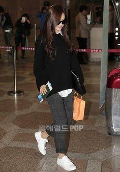 Naeun at airport