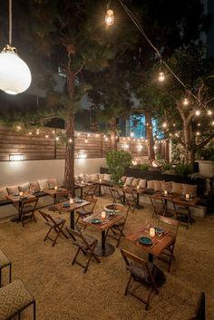 Outdoor Restaurant Design, Outdoor Restaurant Patio, Deco Restaurant, Restaurant Themes, Outdoor Cafe, Veranda Restaurant, Outdoor Shop, Restaurant Restaurant, Party Outdoor