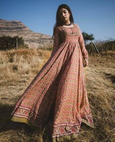 68 Trendy Embroidery Designs For Kurtis Party Wear Indian Fashion Dresses, Indian Gowns, Indian Designer Outfits, Pakistani Dresses, Designer Dresses, Simple Kurta Designs, Kids Blouse Designs, Indian Reception Outfit, Kalamkari Dresses