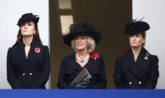 Pin for Later: Kate, Will, et Harry Rendent Leurs Hommages aux Soldats Tombés au Combat