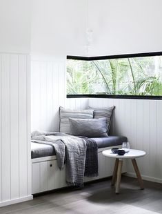 Luxury Noosa Holiday Home by Mim Design Opposite the study corner in the living room, inbuilt seating makes this a cosy spot to hang out.Opposite the study corner in the living room, inbuilt seating makes this a cosy spot to hang out. Coastal Living Rooms, Living Room Interior, Home Decor Bedroom, Interior Design Kitchen, Modern Interior Design, Interior Decorating, Bedroom Ideas, Contemporary Interior, Monochrome Interior
