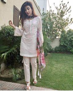 Pakistani Fashion Party Wear, Pakistani Outfits, Indian Outfits, Pakistani Clothing, Simple Pakistani Dresses, Pakistani Dress Design, Casual Dresses, Fashion Dresses, Casual Wear