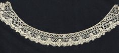 Beds Maltese The scale of this bobbin lace collar is amazing: It is tiny! Only 1½ inches wide. Delicate raised tallies and appliquéd leaves give it a pleasing three-dimensional character.