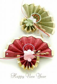 2018年干支いぬ*写真年賀状無料素材*女性向けおしゃれなフリー素材*花のポストカードやさん* Chinese New Year Decorations, Chinese New Year Crafts, New Years Decorations, Summer Camp Crafts, Camping Crafts, Origami, New Year's Crafts, Diy And Crafts, Quilling Paper Craft