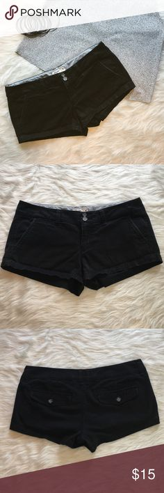 American Eagle Black Shorts 2 American Eagle black stretch shorts. Size 2. These are a classic and a wardrobe staple! Great condition. Gently worn.                                      ❌ No Trades ❌ No off Poshmark transactions ❤️ Bundle and save  Fast shipper ❤️ I love reasonable offers American Eagle Outfitters Shorts