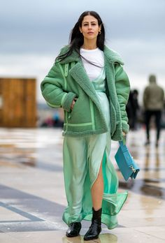 The best street style looks from outside Paris Fashion Week. Looks Street Style, Autumn Street Style, Street Style Women, Fashion Weeks, Fashion Week Paris, Europe Fashion, Estilo Fashion, Fashion Mode, Fashion Trends