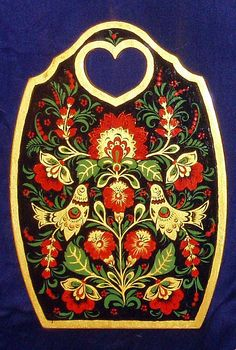 A wooden chopping board decorated with folk Khokhloma painting from Russia. A floral pattern with two birds. Wood Painting Art, Tole Painting, Polish Folk Art, Popular Paintings, Russian Folk Art, Russian Painting, Folk Fashion, Russian Fashion, Naive Art