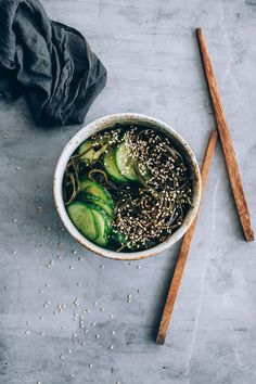 Sunomono salad with cucumber and kelp to support the thyroid function #hormonebalance #japanese #kelp | TheAwesomeGreen.com