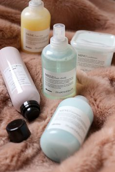 davines-haircare-review-melu-minu-dede-hairdresser-assistant