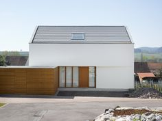 Ansicht Nord – Wohnhaus am Kieselberg North view – residential house on the Kieselberg Plans Architecture, Contemporary Architecture, Architecture Details, Great Buildings And Structures, Aesthetic Design, Facade House, Exterior Design, Building A House, House Design