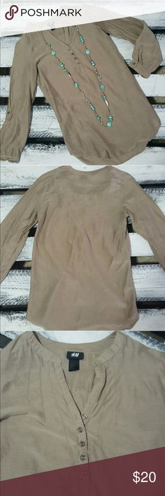 🌹H&M Blouse Silky Top Tunic Popover Style Khaki Super soft cotton / silk fabric, I wore it just a couple times with leggings and jeans. I love it but I changed my size. This is a size 4, fits like a Small/Medium. Super fashionable in a classy khaki shade! H&M Tops Blouses