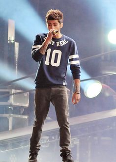 Zayn Malik One Direction Where We Are Tour Niall Horan, Zayn Mallik, Zayn Malik Pics, Grupo One Direction, Members Of One Direction, I Love One Direction, Estilo Zayn Malik, Zayn Malik Style, Liam Payne
