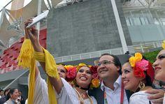 El gobernador Javier Duarte de Ochoa convivió con decenas de personas que presenciaron la inauguración del Velódromo de Xalapa.