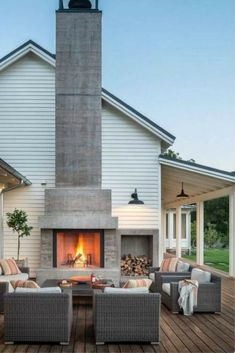Modern farmhouse | Outdoor deck styling | Sourced via DIY Decorator | #wishtankworthy ♥
