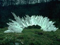 This episode we look at British artist Andy Goldsworthy, whose ephemeral, delicate, and meditative works both using and within nature itself, represent a particular type of Land Art or Earthwork. Land Art, Rivers And Tides, Andy Goldsworthy Art, Environmental Sculpture, Snow Sculptures, Metal Sculptures, Sculpture Art, Abstract Sculpture, Bronze Sculpture