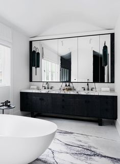 This monochrome bathroom features beautiful slabs of New York marble. Bathroom A waterfront house with nature-inspired interiors Luxury Master Bathrooms, Ensuite Bathrooms, Bathroom Faucets, Bathroom Mirrors, Bathroom Cabinets, Shower Bathroom, Remodel Bathroom, Marble Bathrooms, Modern Bathrooms