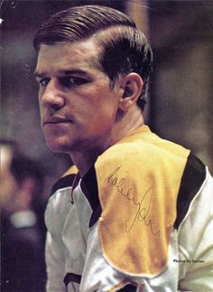 Bobby Orr # 4 If only Arthroscopic Knee Surgery existed in the Hockey Goalie, Hockey Teams, Hockey Stuff, Ice Hockey, Hockey Pictures, Sports Pictures, Vintage Mens Haircuts, Bobby Orr, Boston Bruins Hockey
