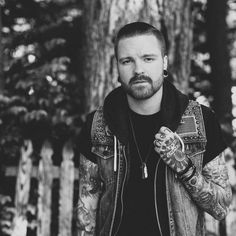 Ladies and gentlemen, this is the leading role model in my life, presenting Matty Mullins of Memphis May Fire