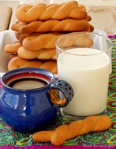 Food for thought: Κουλουράκια κανέλας Greek Sweets, Greek Desserts, Greek Recipes, Greek Cake, Cyprus Food, The Kitchen Food Network, Sweet Corner, Sweets Cake, Bread And Pastries