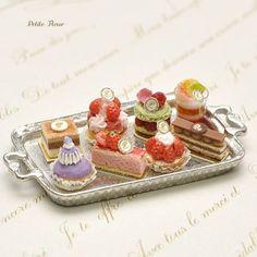 二種類作りました #ミニチュア #ドールハウス#粘土 #ケーキ #フェイクフード #ミニチュアケーキ #ミニチュアフード #ハンドメイド #クラフト#手作り #フレジェ #苺のタルト #ショコラ #アントルメ #パティスリー #サントノーレ #ミニチュアスイーツ #miniature #dollhouse #handmade #miniaturecake #tiny #clay #miniaturesweets #miniaturefood #clayfood #mini #storawberrytarte #gateau #chocolat