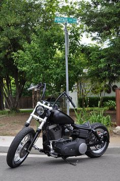 Chris' Harley Dyna with Pintail Seat   Rocket Bobs