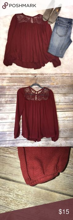 Knox Rose top Burgundy flowy top!  Keyhole back. Very flattering on. Size small. In good condition! 22 inches long. 16 1/2  inches underarm to underarm.  Same or next day shipping! knox rose Tops Blouses