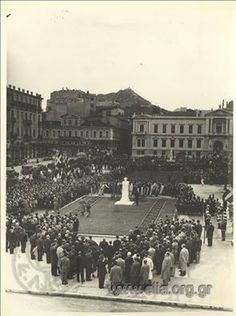 1951 ~ Kotzia square in Athens Greece Pictures, Old Pictures, Old Photos, Vintage Photos, Attica Athens, Athens Acropolis, Athens Greece, Athens History, City People