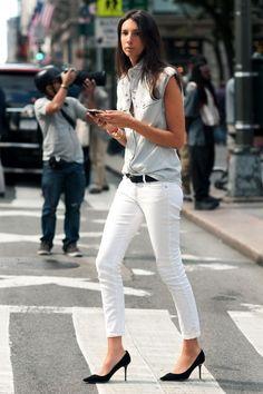 white jean + grey tee (Geraldine Saglio)