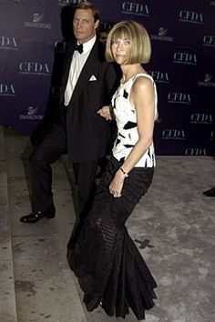 2004 CFDA Awards, Vogue's Anna Wintour, in Chanel Haute Couture, with Shelby Bryan.