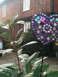 mosaic heart (could choose a cross or some other shape), broken glass craft Broken Glass Crafts, Broken Glass Art, Outdoor Crafts, Outdoor Decor, Arts And Crafts, Diy Crafts, Winter Garden, Mosaic Art, Stuff To Do