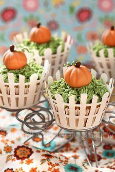 Pumpkin cupcakes + fondant pumpkin tutorial