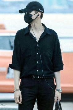 ❝ FANBOY ❞ ϕA scandal of a lifetime for fanboy jimin and world famous rapper, yoongi. ϕ MYG + PJM 201707 - 201712 in ships - 10 May. Namjoon, Taehyung, Seokjin, Bts Suga, Min Yoongi Bts, Jhope, Bts Airport, Airport Style, Jimin Airport Fashion