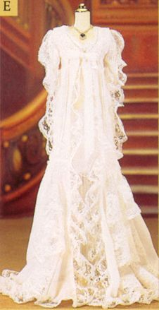 Rose's White Dressing Gown from Titanic (for dressing the vinyl Rose doll) - The Franklin Mint