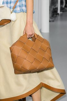 Loewe at Paris Fashion Week Spring 2018 - Details Runway Photos Leather Handbags, Leather Bag, Loewe, Casual, Fashion Accessories, Shoe Bag, How To Wear, Paris Fashion, Style