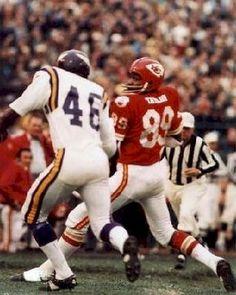 Texans and Chiefs Minnesota Vikings Football, Kansas City Chiefs Football, Football Hall Of Fame, Best Football Team, School Football, Nfl Football, Football Players, Otis Taylor, American Football League