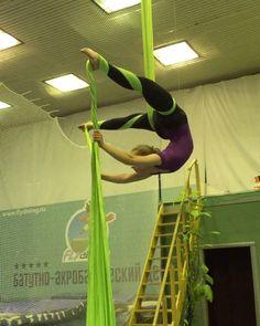 """Olga Gildina on Instagram: """"Радуга то все лучше и лучше девочки напишите пожалуйста, кто и во сколько придёт завтра)? #aerialacrobatics #aerialsilks #aerialhoop…"""""""