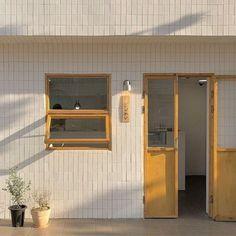 Se kai ideas coffee shop aesthetic lockscreens beige aesthetic แ ล ะ aesthe H Design, Cafe Design, Cafe Interior, Interior And Exterior, Yellow Interior, Interior Design, Coffee Shop Aesthetic, Aesthetic Shop, Aesthetic Vintage