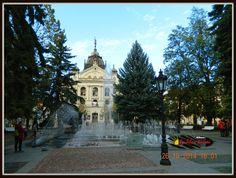 Kassa -Košice - fontána pred divadlo / Állami Színház Sidewalk, Walkway, Walkways