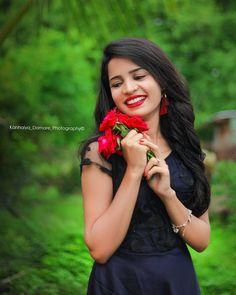 Black Background Photography, Photo Background Images Hd, Beautiful Girl Photo, Beautiful Girl Indian, Wedding Couple Poses Photography, Photography Poses, Girl Pictures, Girl Photos, Blur Background In Photoshop