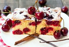 Babičkina bublanina s čerešňami Best Dessert Recipes, Easy Desserts, Delicious Desserts, Cake Recipes, Yummy Food, Hungarian Recipes, Turkish Recipes, Italian Recipes, Cherry Cake Recipe