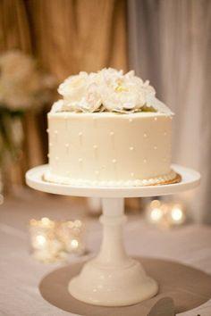 Sencillo pero elegante pastel de boda. www.utopik.com.mx