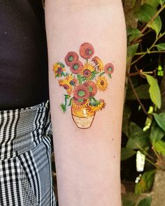 35 tattoos inspired by the works of Vincent van Gogh - Tattoo Design Mini Tattoos, Flower Tattoos, Body Art Tattoos, New Tattoos, Cool Tattoos, Tatoos, Gay Pride Tattoos, Van Gogh Tattoo, Vincent Van Gogh