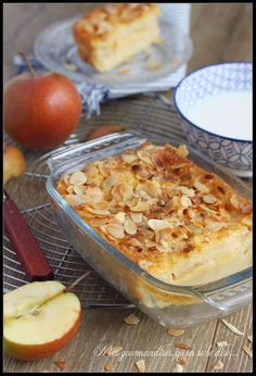 3 apples 3 eggs milk almond flakes cinnamon flour rum why not. 30 minutes in the oven Source by Cookie Recipes, Dessert Recipes, Just Cakes, Vegan Cake, Diy Food, Family Meals, Sweet Recipes, Macaroni And Cheese, Delicious Desserts